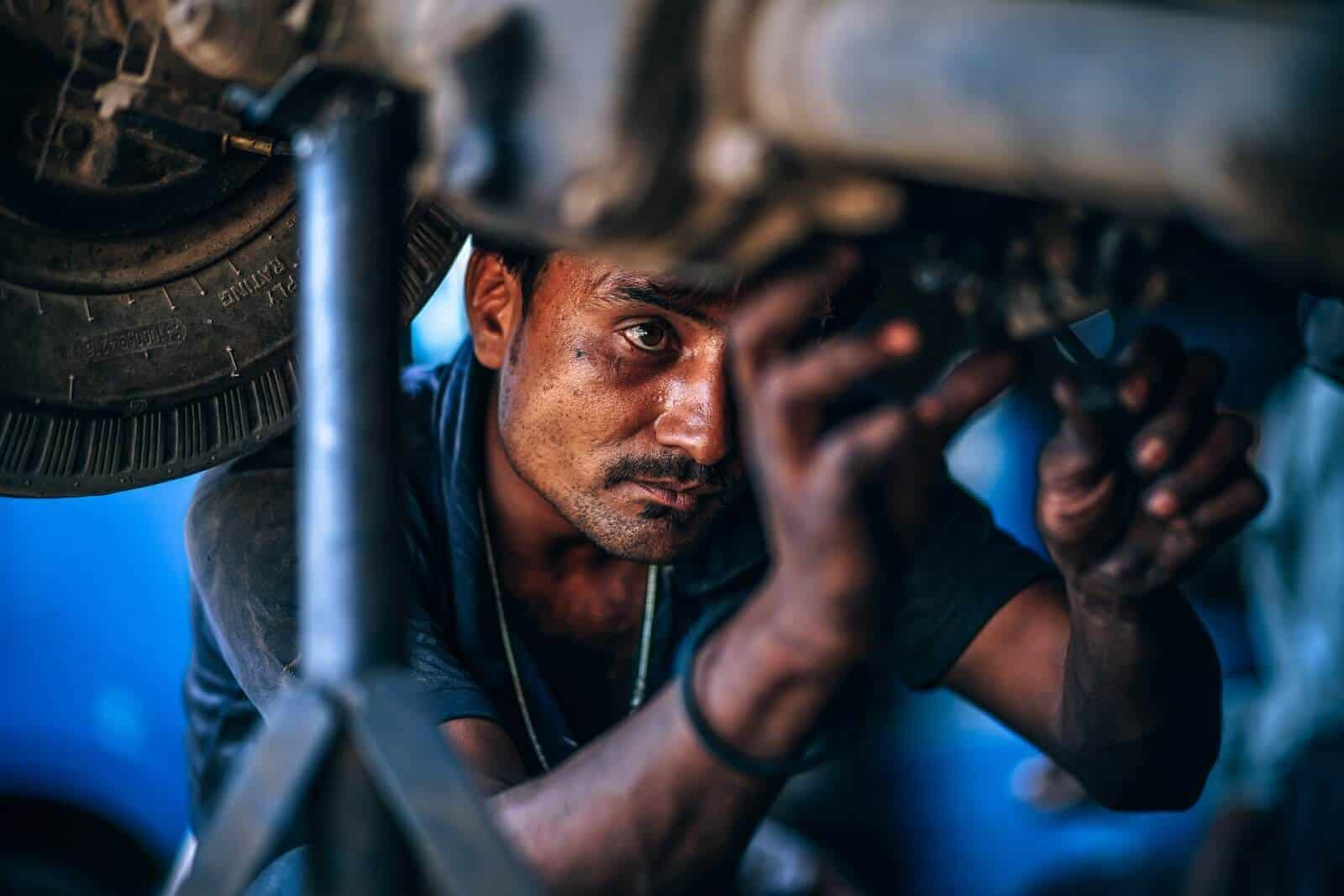 Car maintenace schedule: mechanic